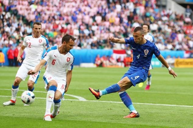 Perisic ghi bàn thắng quyết định cho Croatia