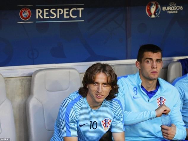 Thông điệp từ Modric là bí quyết giúp Subasic phủ nhận quả phạt 11m của Ramos