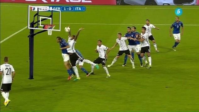 Ngoài bóng đá, Boateng còn sở hữu kỹ năng của một VĐV Bóng rổ