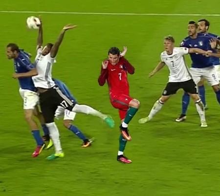 """""""Rô điệu"""" cũng phải chào thua màn trình diễn của Boateng"""