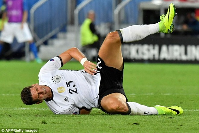 Gomez bị loại khỏi EURO 2016 vì chấn thương