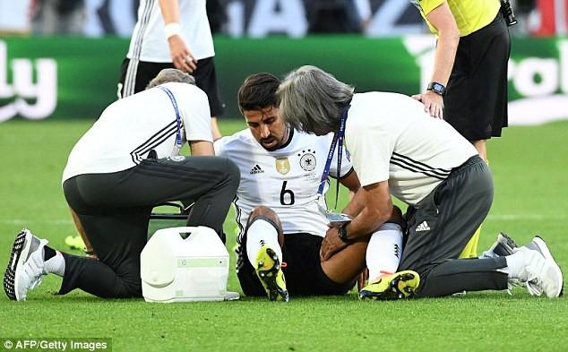Khedira chắc chắn phải ngồi ngoài ở trận gặp Pháp