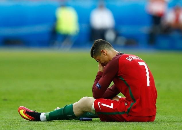Ronaldo phải nghỉ thi đấu từ 6 đến 8 tuần vì chấn thương đầu gối
