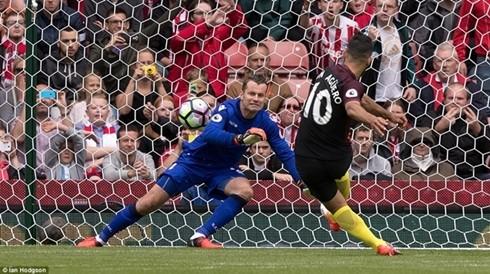 Vòng 2 Ngoại hạng Anh: Man City thắng tưng bừng, Liverpool thua sốc ảnh 1