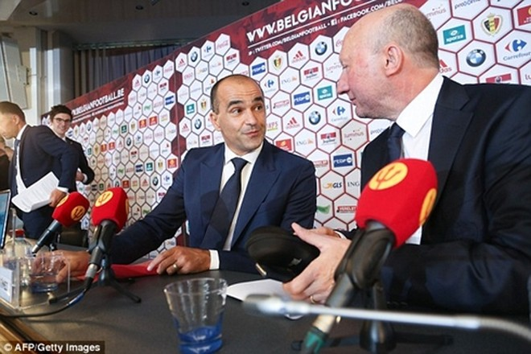 Huyền thoại của Arsenal giúp việc cho HLV Martinez