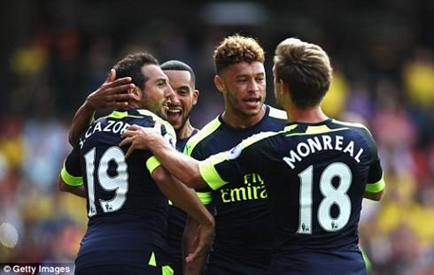 Arsenal có chiến thắng đầu tiên tại Ngoại hạng Anh 2016-2017