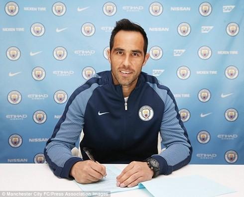 Premier League lập kỷ lục chi tiêu khi Claudio Bravo gia nhập Man City