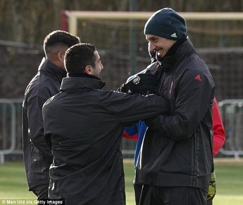 M.U sẽ kích hoạt điều khoản gia hạn hợp đồng thêm 12 tháng với Ibrahimovic