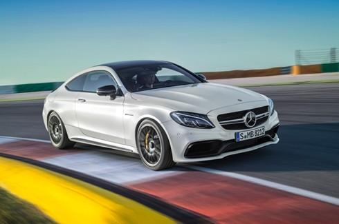 ... và một chiếc Mercedes