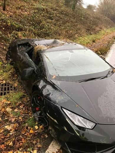 Chiếc Lamborghini của Schlupp biến dạng vì tai nạn