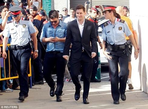 Messi cũng từng phải hầu tòa vì gian lận thuế