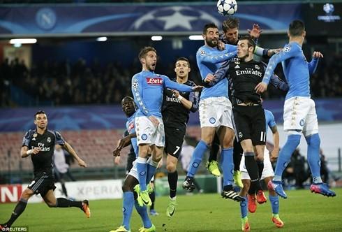 Cú đánh đầu dẫn đến bàn thắng thứ hai cho Real Madrid của Ramos
