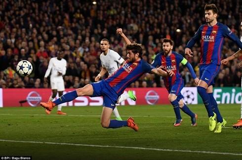 Sergi Roberto ghi bàn ấn định chiến thắng 6-1 cho Barcelona ở Nou Camp