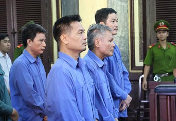 Các bị cáo bị đưa ra xét xử