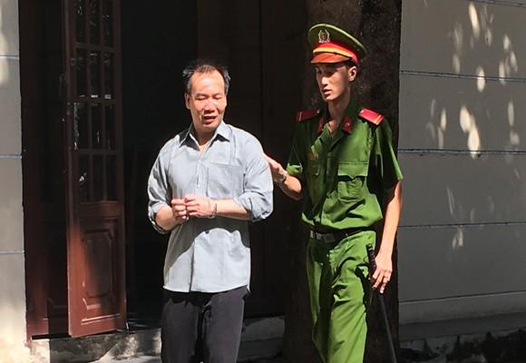 Bị cáo Nguyễn Hữu Nhân bị công an dẫn gải