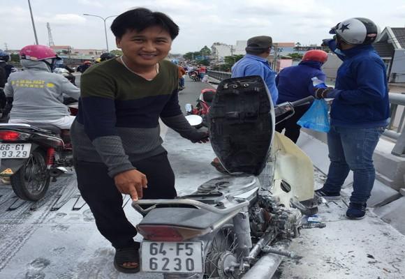 Chiếc mô tô bị cháy và hư hỏng nặng