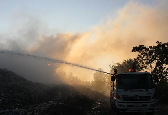 Xe cứu hỏa đến hiện trường dập lửa