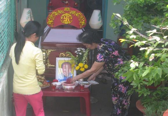 Gia đình đau xót tổ chức tang lễ cho cháu bé
