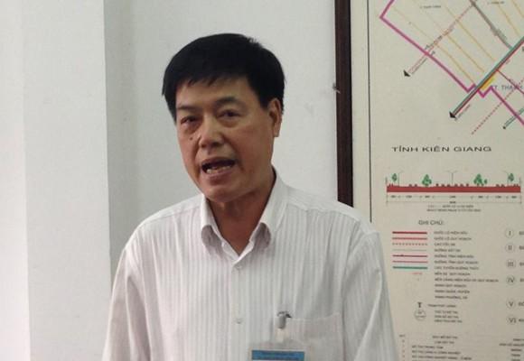 Ông Trịnh Ngọc Vĩnh- Phó Giám đốc Sở GTVT TP Cần Thơ trả lời báo chí vào chiều 22-7