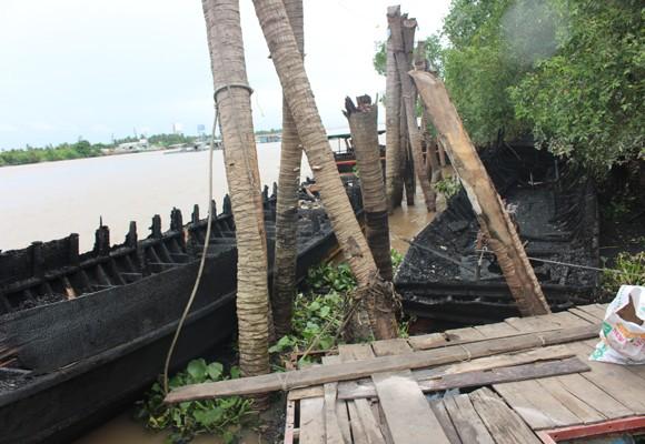 13 chiếc du thuyền bị cháy rụi hoàn toàn