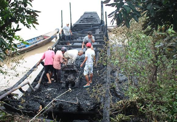 Hiện trường vụ cháy 13 chiếc du thuyền