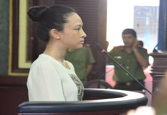 Cựu hoa hậu Trương Hồ Phương Nga tại tòa