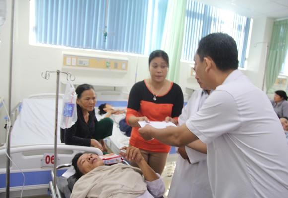 Ban ATGT tỉnh thăm nạn nhân trong vụ TNGT
