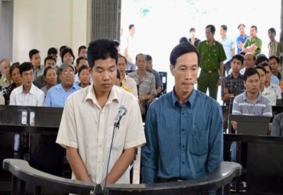Hai cựu sĩ quan Công an Đồng Tháp tại phiên tòa sơ thẩm