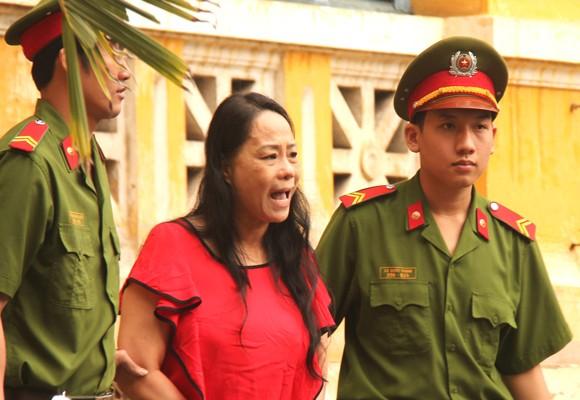 Bị cáo Trương Thị Tuyết Nga hầu tòa vào sáng 29-12