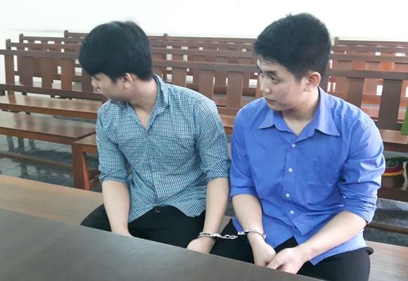 Hai anh em Nguyên và Bảo tại phiên tòa sơ thẩm