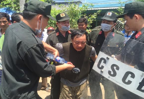 Công an khống chế bắt đối tượng Trương Văn Ai