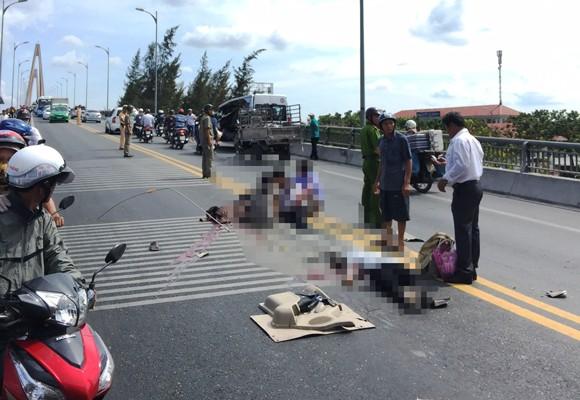 Hiện trường vụ tai nạn giao thông nghiêm trọng