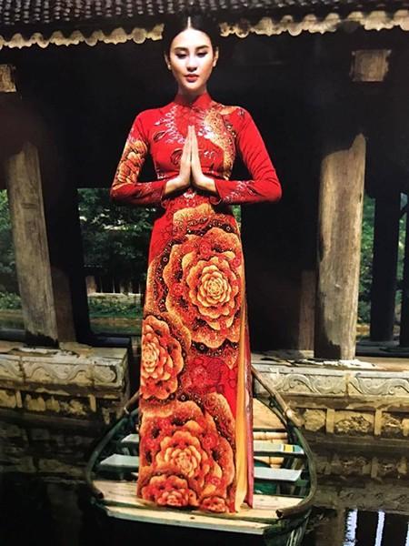 Siêu mẫu Phan Hà Phương trong BST Ngọc Khuê Các