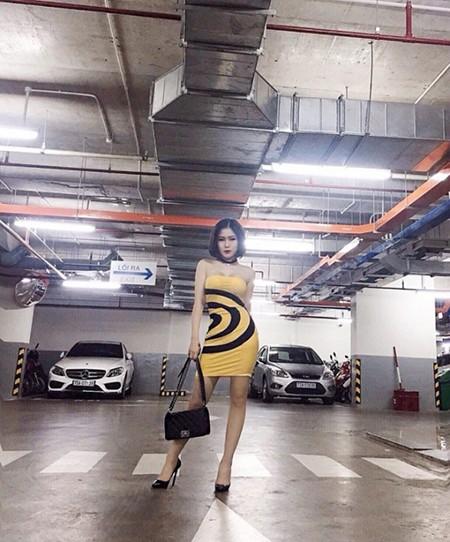 Hương Tràm gây ấn tượng với street style sang chảnh