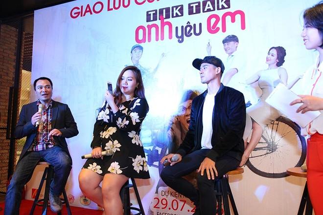 Đạo diễn Trần Ka My và các diễn viên cùng giao lưu với khán giả