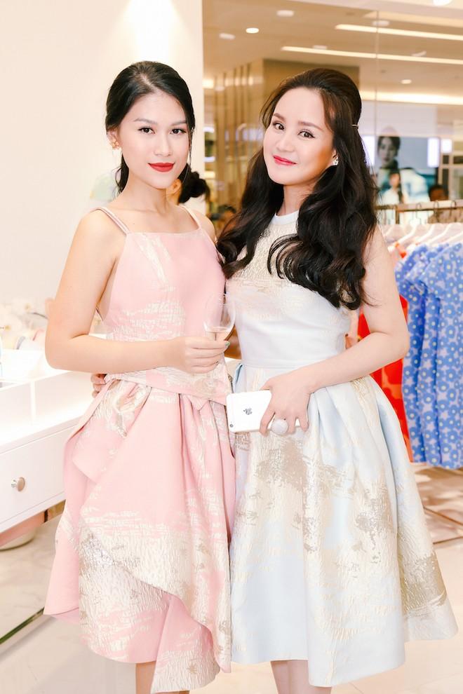 Diễn viên Ngọc Thanh Tâm và ca sĩ Vy Oanh hội ngộ tại buổi tiệc