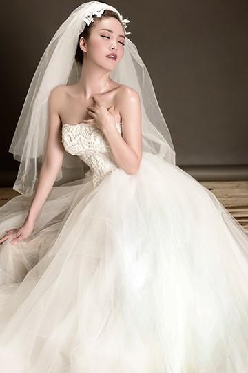Á hậu Thuỵ Vân lộng lẫy mặc váy cưới ảnh 8