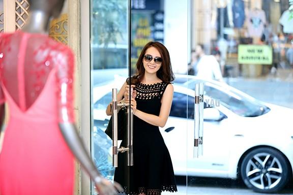 Thụy Vân thử váy làm MC chung kết Hoa hậu Việt Nam ảnh 2