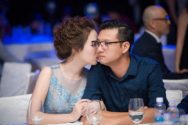 Vợ chồng Đan Lê- Khải Anh tình cảm tại sự kiện