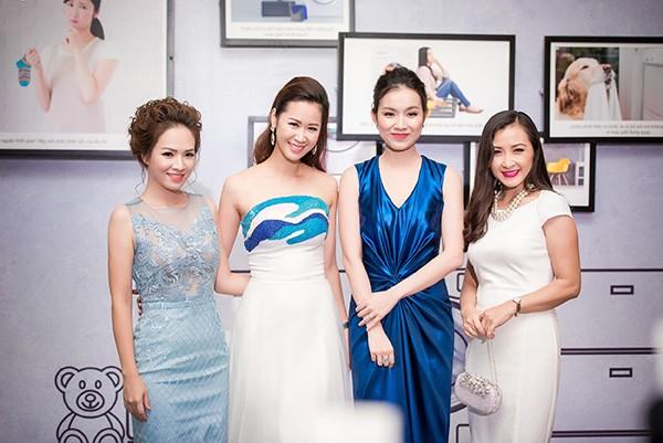 Diễn viên Khánh Huyền gặp gỡ các đàn em