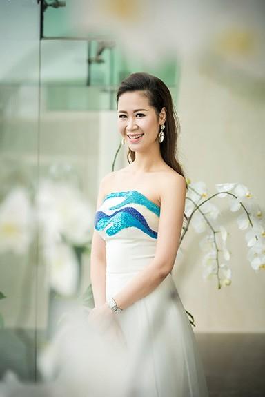 Dương Thùy Linh xuất hiện ấn tượng với thiết kế của NTK Xuân Lê