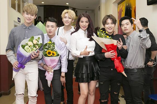 Trương Ngọc Ánh và nhóm nhạc Hàn quốc Offroad