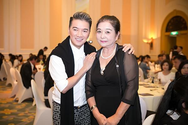 Sao Việt tấp nập chúc mừng Hồng Ánh, Ngọc Thanh Tâm ảnh 6
