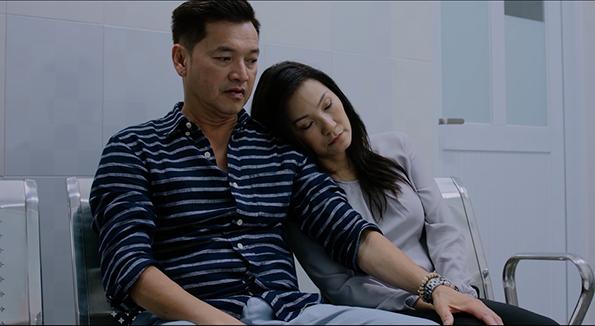 Diễn viên Quang Minh và Hồng Đào trong phim