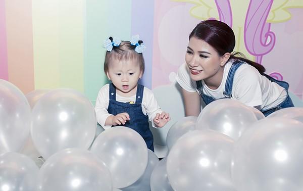 Trương Ngọc Ánh - Trần Bảo Sơn cùng tổ chức sinh nhật cho con gái ảnh 9