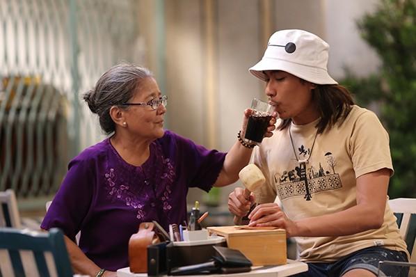 Nét hạnh phúc khi được mẹ chấp nhận sở thích, công việc của mình của cậu Phú