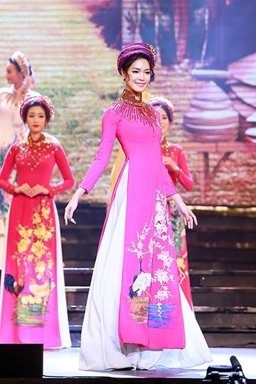 Hoa hậu Thùy Dung đọ dáng cùng Hoa hậu Mỹ Linh