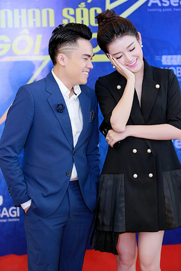 Á hậu Huyền My - MC Thái Dũng thân thiết tại sự kiện