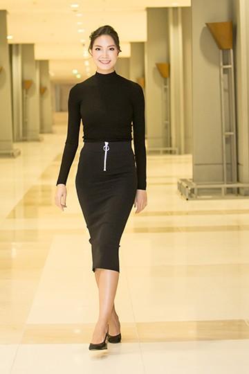 Khá lâu Hoa hậu Thùy Dung mới xuất hiện trên sàn catwalk