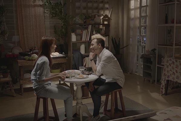 An Nguy và Trấn Thành trong một cảnh trong phim